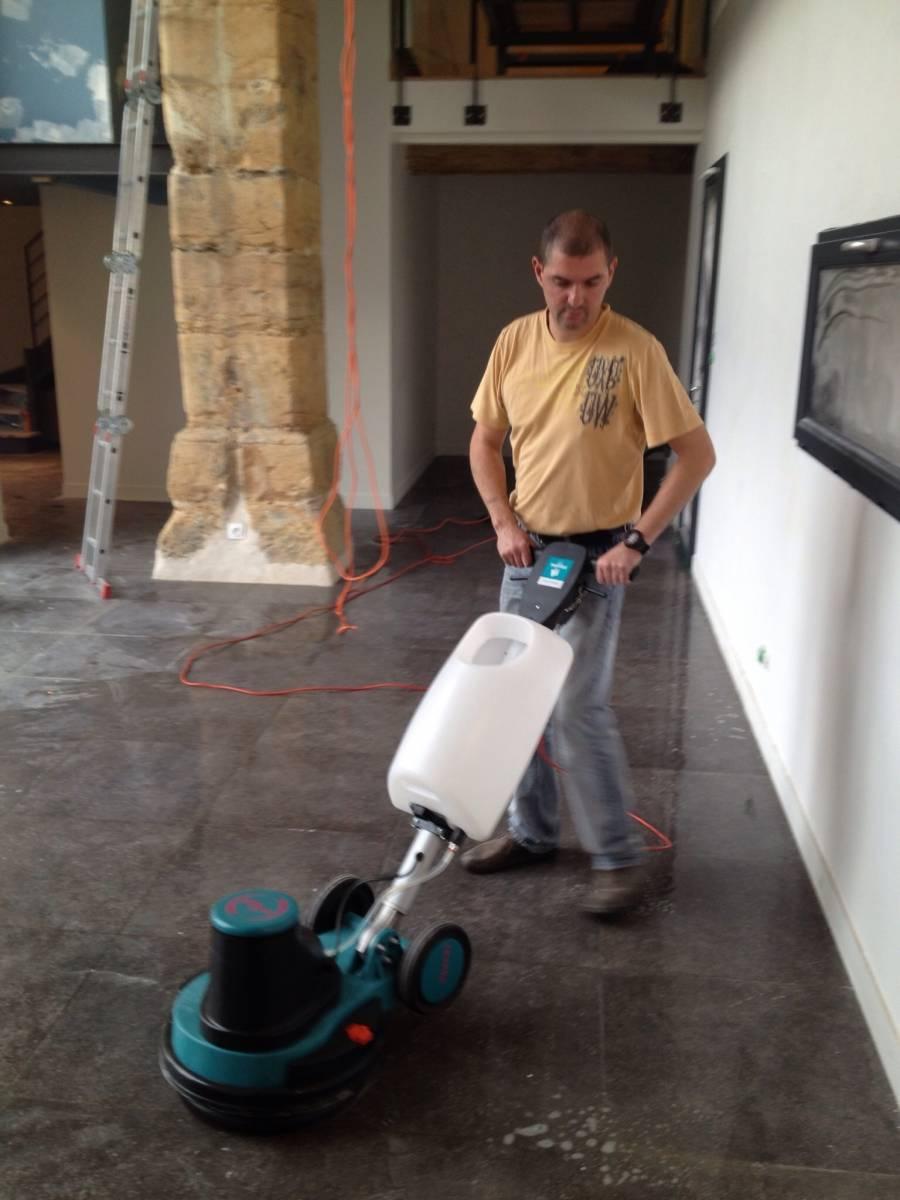 Nettoyage fin de chantier sur lyon et sa r gion c for Monobrosse carrelage