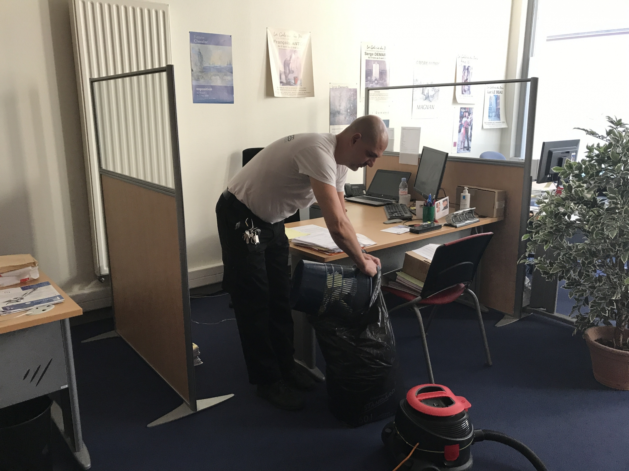 Société de nettoyage pour vos bureaux dans la zone techlid en soirée
